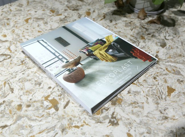 Tri-fold quartz sample display book